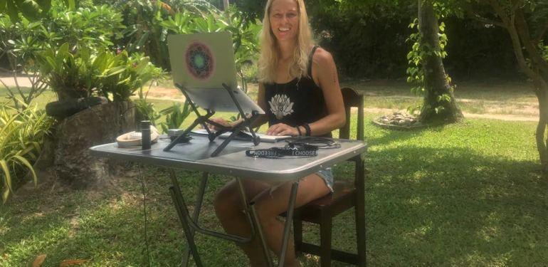 So erschaffst du dir dein Outdoor-Office (+ LIVE Video aus Thailand)