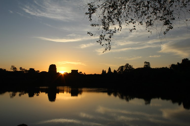 Angkor_Wat_im_Sonnenaufgang