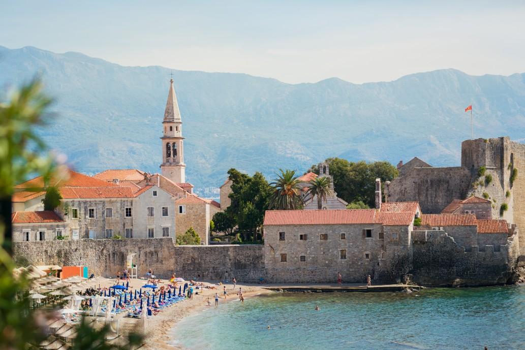 Strände der Stadt Budva in Montenegro
