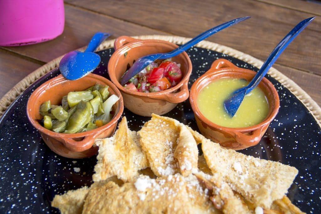 Typische Küche in Bolivien (Chicharrón)