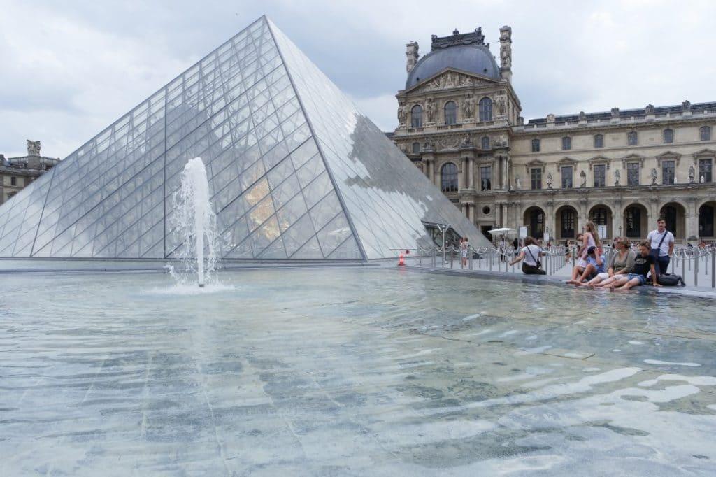 Tagesbudgetin Frankreich- Louvre, Paris
