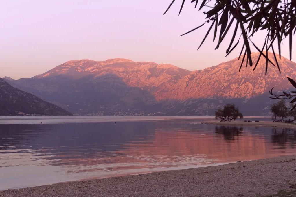 Der Strand Morinj, Montenegro