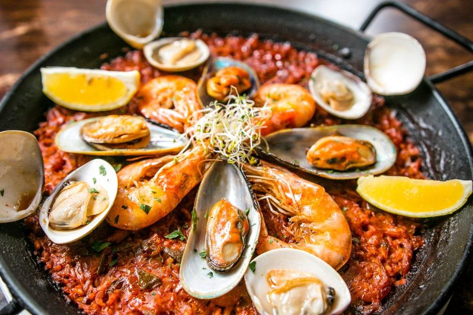 Typische Küche in Fuerteventura- Paella