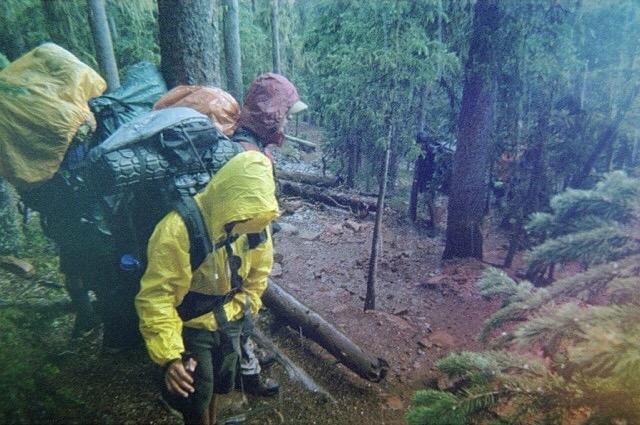 Backpacking Rucksack mit Regenschutz