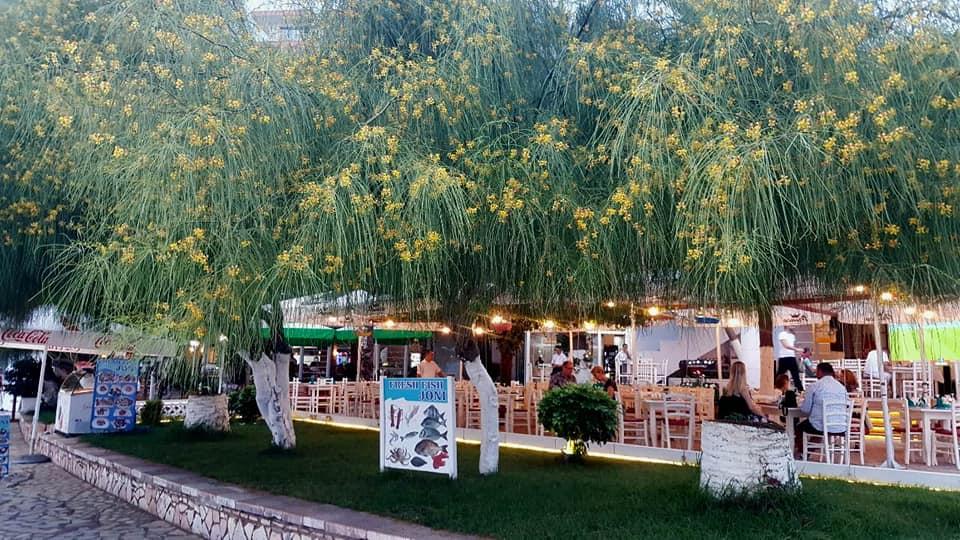 Zahlreiche Restaurants in Ksamil, Albanien