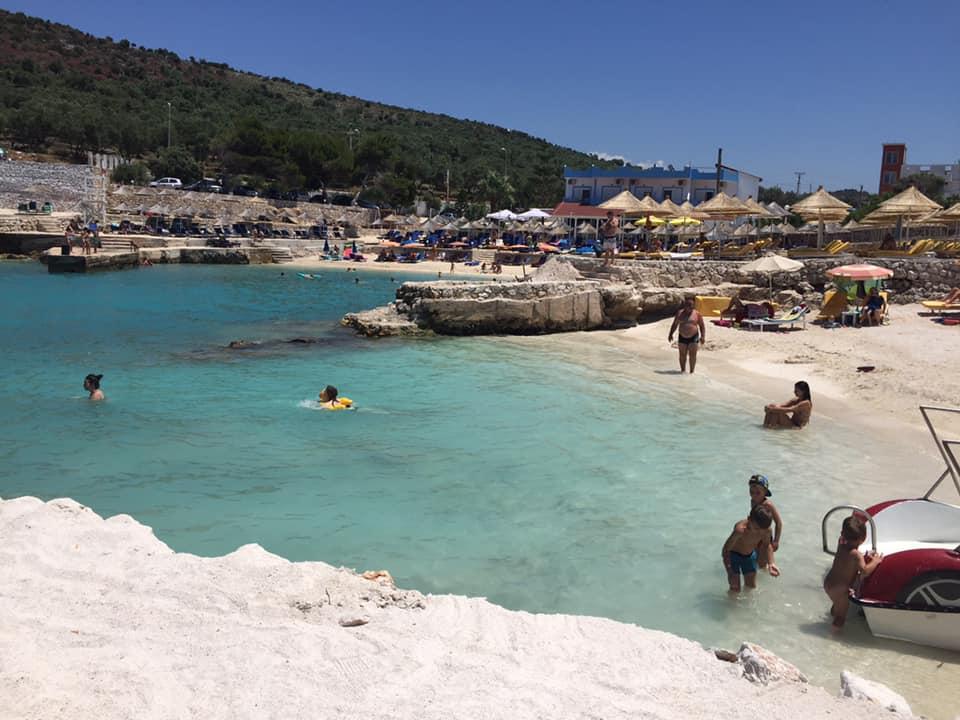 Lori Beach, Albanien