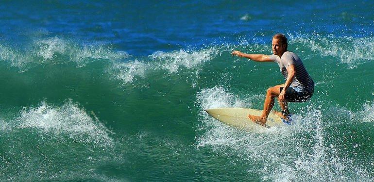 Superbock, Fado und perfekte Wellen: Wie dein Portugal Surfurlaub zum Highlight des Jahres wird