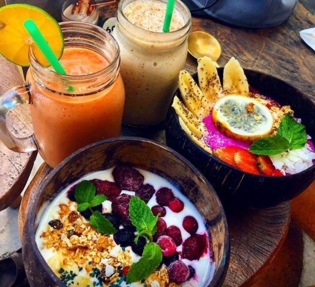günstiges Essen, wunderschöne Cafés in Bali