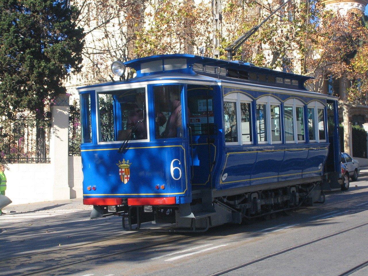 barcelona-blue-tram-1446876-1280x960